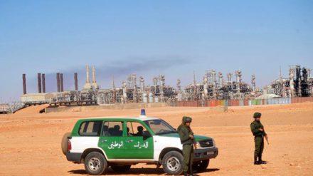 Soldados argelinos custodian la planta de gas de In Amenas. FOTO: CSM.