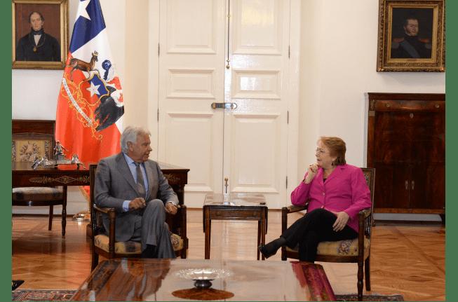 Michelle Bachelet se reúne con Felipe González en el Palacio de La Moneda en septiembre de 2016. FOTO: Gobierno de Chile.