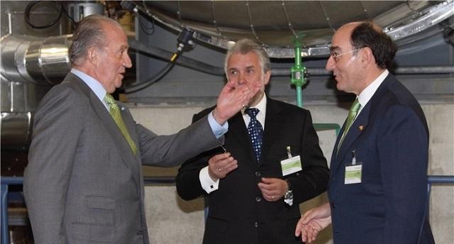 El rey Juan Carlos e Ignacio Galán durante la inauguración de la planta de Iberinco en Riga. Foto: Iberdrola.