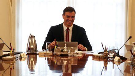 Pedro Sánchez en la Moncloa durante el primer Consejo de Ministros de su gobierno. Foto: REUTERS / Susana Vera.