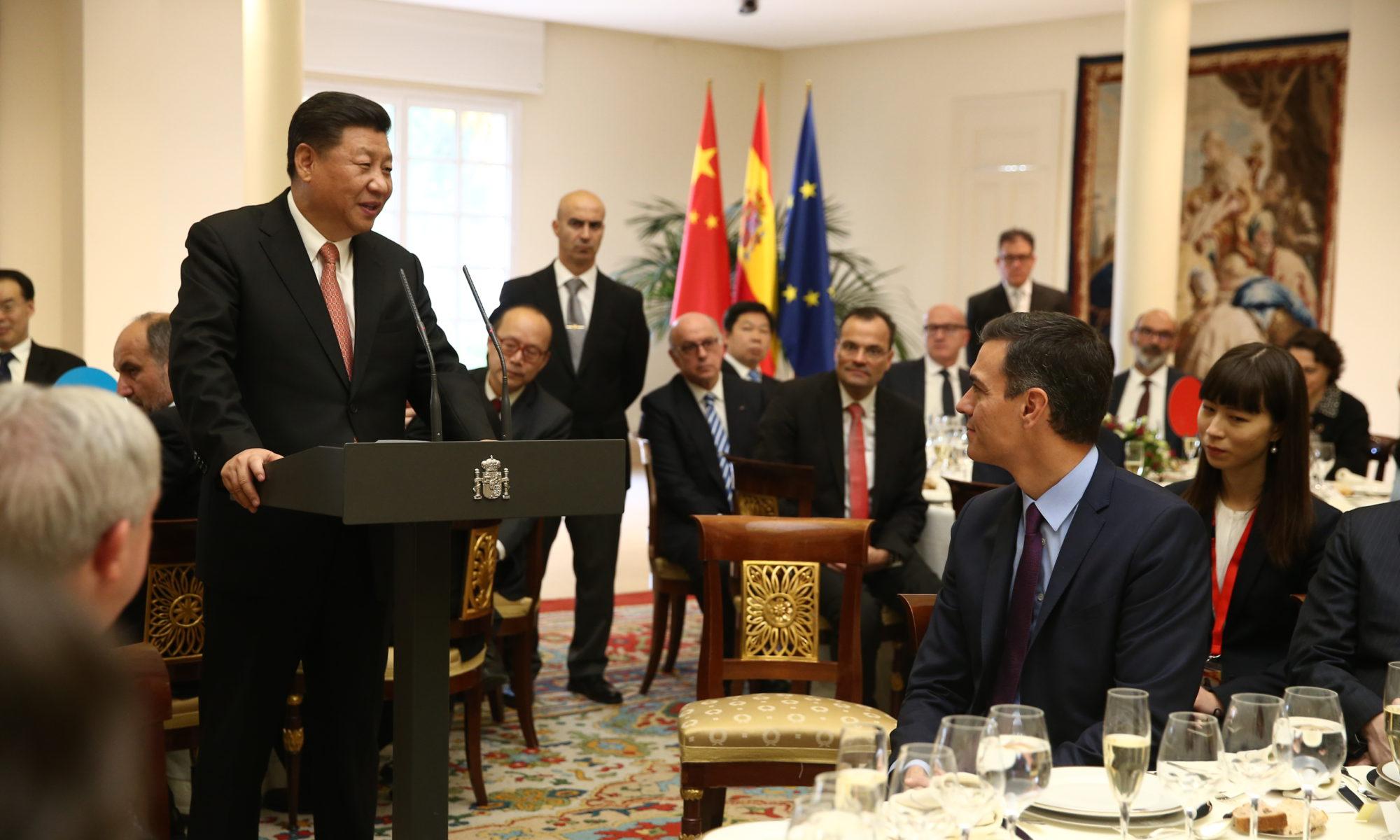 Xi Jinping, presidente de la República Popular China, durante el almuerzo ofrecido por el presidente Pedro Sánchez en La Moncloa. Foto: Moncloa.