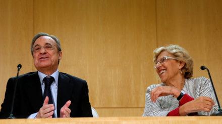 El empresario Florentino Pérez y la alcaldesa de Madrid, Manuela Carmena, en un acto en 2016. Foto: REUTERS 7 Juan Medina.