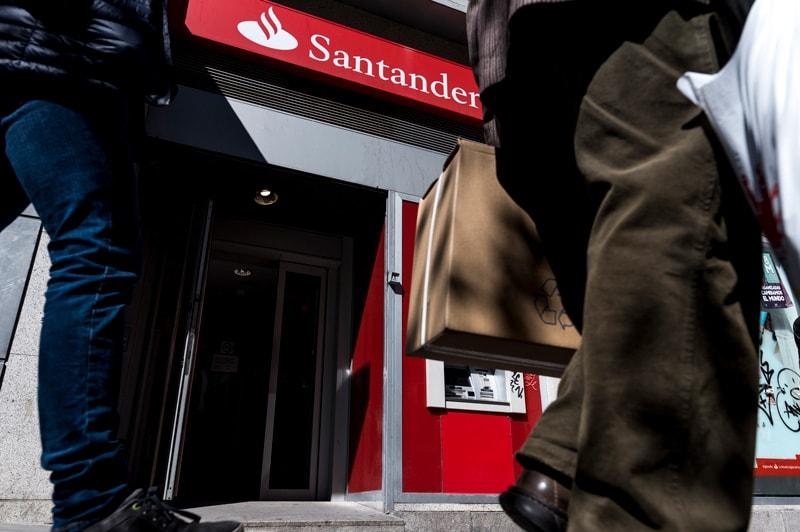 Puertas giratorias Banco Santander